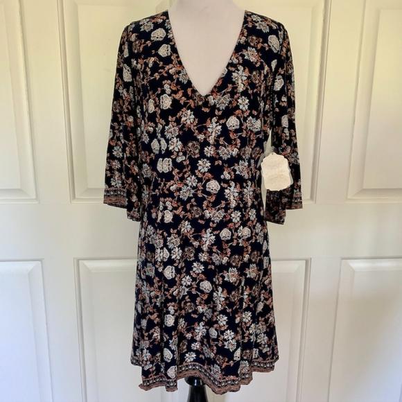 Altar'd State Dresses & Skirts - NEW NAVY FLORAL MINI DRESS 3/4 SLEEVE FLOWY SHORT